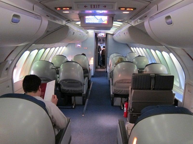 Delta to Tokyo – 747 Upper Deck BusinessElite and Economy ...