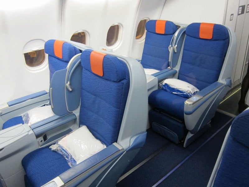 Air europa business class review jfk mad my very low for Interior 787 air europa