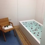 The infinity-edge bathtub in one of the BA arrivals lounge cabanas at Heathrow's T5.
