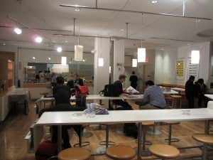 The small casual dining area at the SAS Club Lounge at Newark.