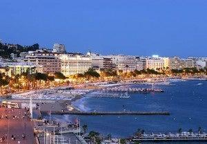 Canne's famous waterfront promenade, La Croisette.