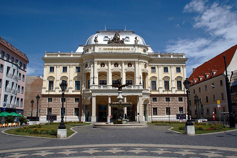800px-Slovak_National_Theatre_in_Bratislava_-_Old_building