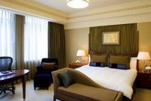 King guest room at the Hongta Hotel Shanghai.