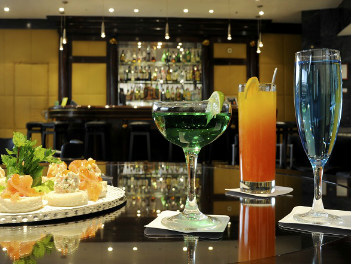 Malhoa Cocktail Bar at Radisson Blu Hotel, Lisbon, has a resident pianist.