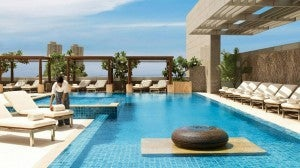 Four Seasons Mumbai Pool