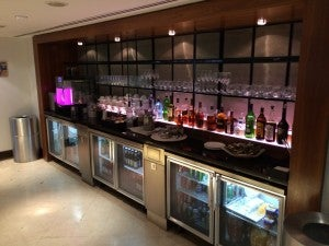 The beverage area in the BA Galleries lounge.