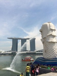 Checking out the Merlion and Marina Bay Sands - landmarks old and new.