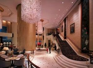 The lobby of the Shangri-La Hong Kong.