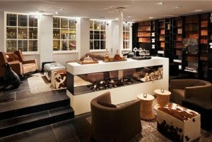 Relax and order a drink in the study at the Sir Albert Amsterdam.