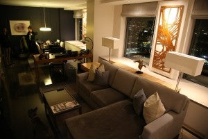 Another shot of the livingroom.