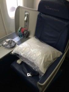 I prefer Delta's BusinessElite seat.