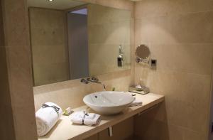 King Bathroom at the Morrison Hotel