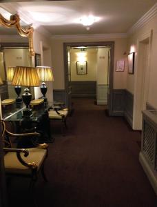 Hotel Stanhope hallway
