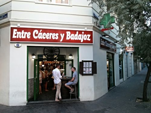 Entre Caceres y Badajoz bar.