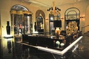 The Prince de Galles lobby.