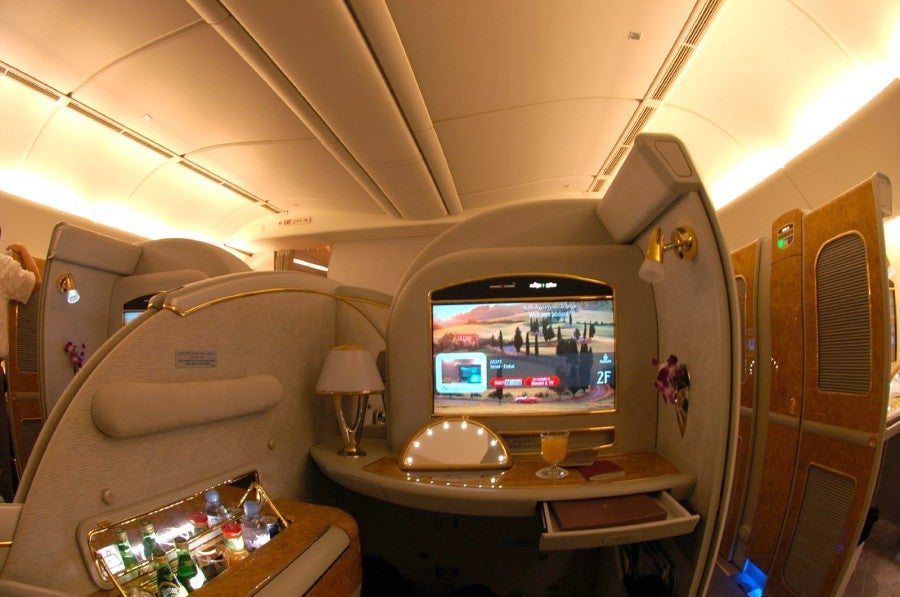 Emirates_Boeing_777-200LR_First_Class_Suite
