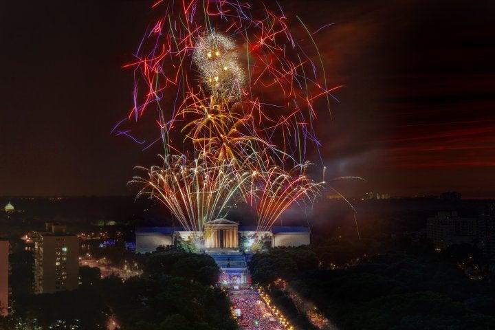 Fourth of July fireworks over the Philadelphia Museum of Art (by G. Widman for Visit Philadelphia)