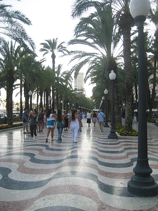 Have an evening stroll in Alicante