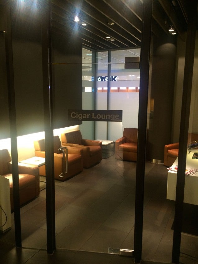The cigar room at the Lufthansa first-class lounge in Munich was pretty smokin'