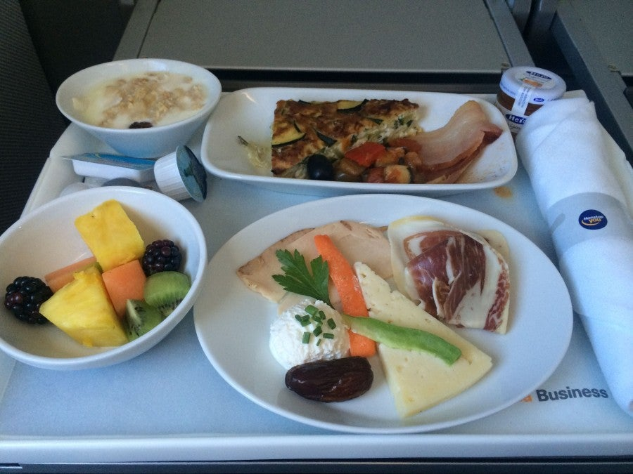 Business-class breakfast onboard Lufthansa's A321