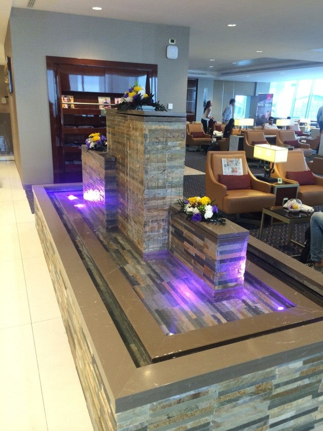 The amazing water feature in the Emirates lounge at MXP