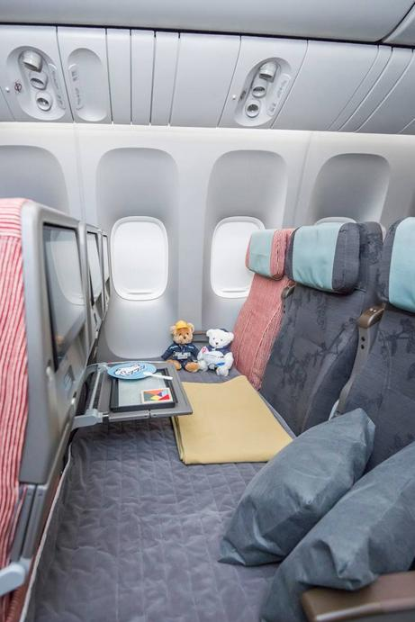 The new three-seat Family Couch reclines to a lie-flat 180 degrees & China Airlinesu0027 New Boeing 777-300ERs Look Amazing u2013 The Points Guy islam-shia.org