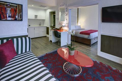 Hotel Indigo Brooklyn is close to four Brownstone neighborhoods and three Metro stations.