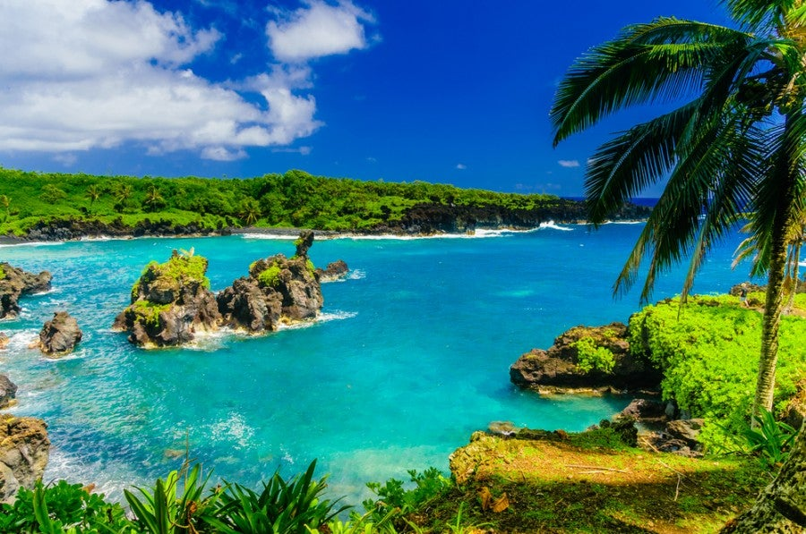 Flying from the mainland to Hawaii for $257 isn't a bad deal. (Shutterstock)