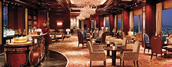 The Horizon Club at the Island Shangri-La Hong Kong includes numerous added amenities and services.