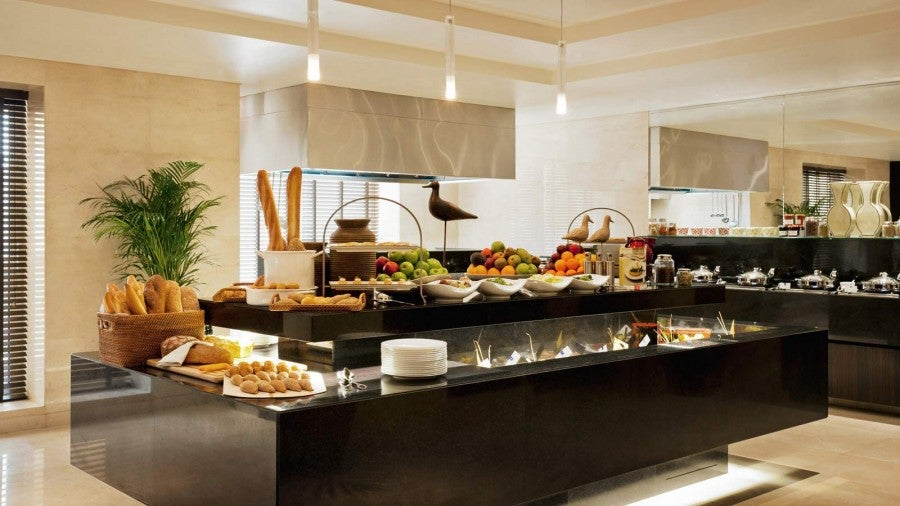 Which Rooms At Grosvenor Hotel Dubai Have Executive Lounge Access