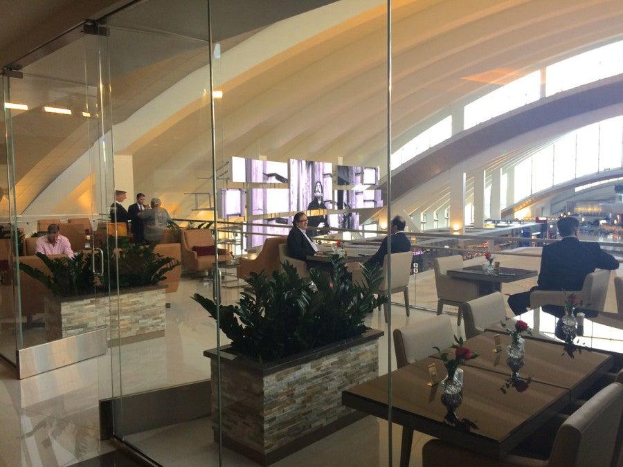 emirates-lpounge-lax-terrace-melanie-wynne
