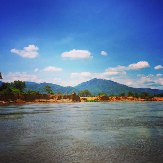 Cruising along the river in the Lower Zambezi. Photo credit: Eric Rosen.
