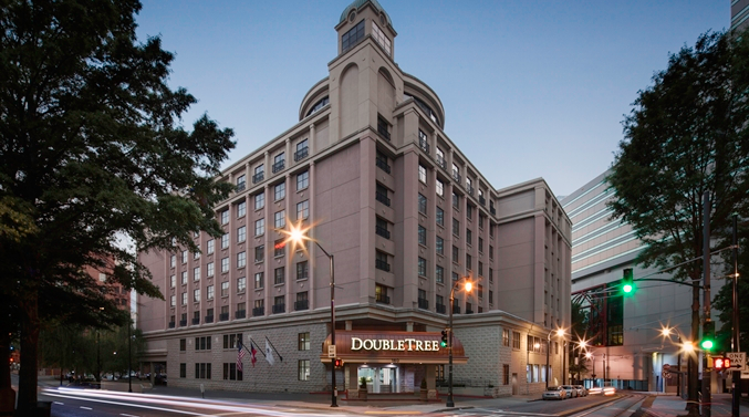 The DoubleTree Atlanta Downtown isn't only close to top attractions; it also looks (and feels) like a boutique hotel