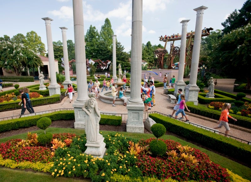 6 All American Theme Parks For A Fun Summer Vacation
