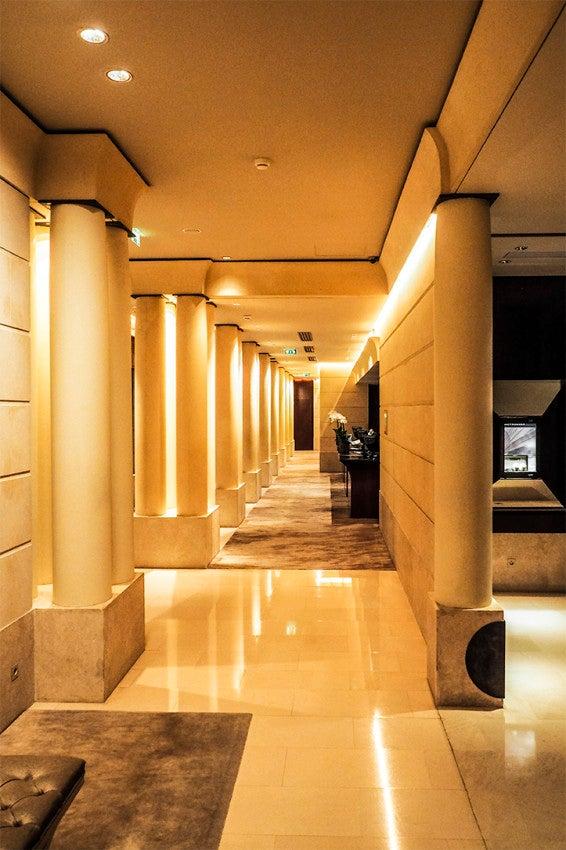 The lobby of the Park Hyatt Paris-Vendôme.
