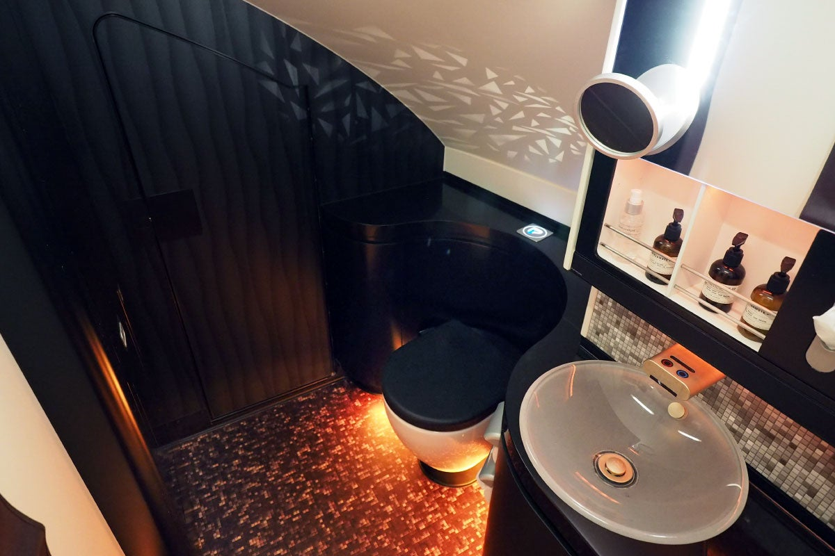 Etihad First Class Shower A Complete Tour of Eti...