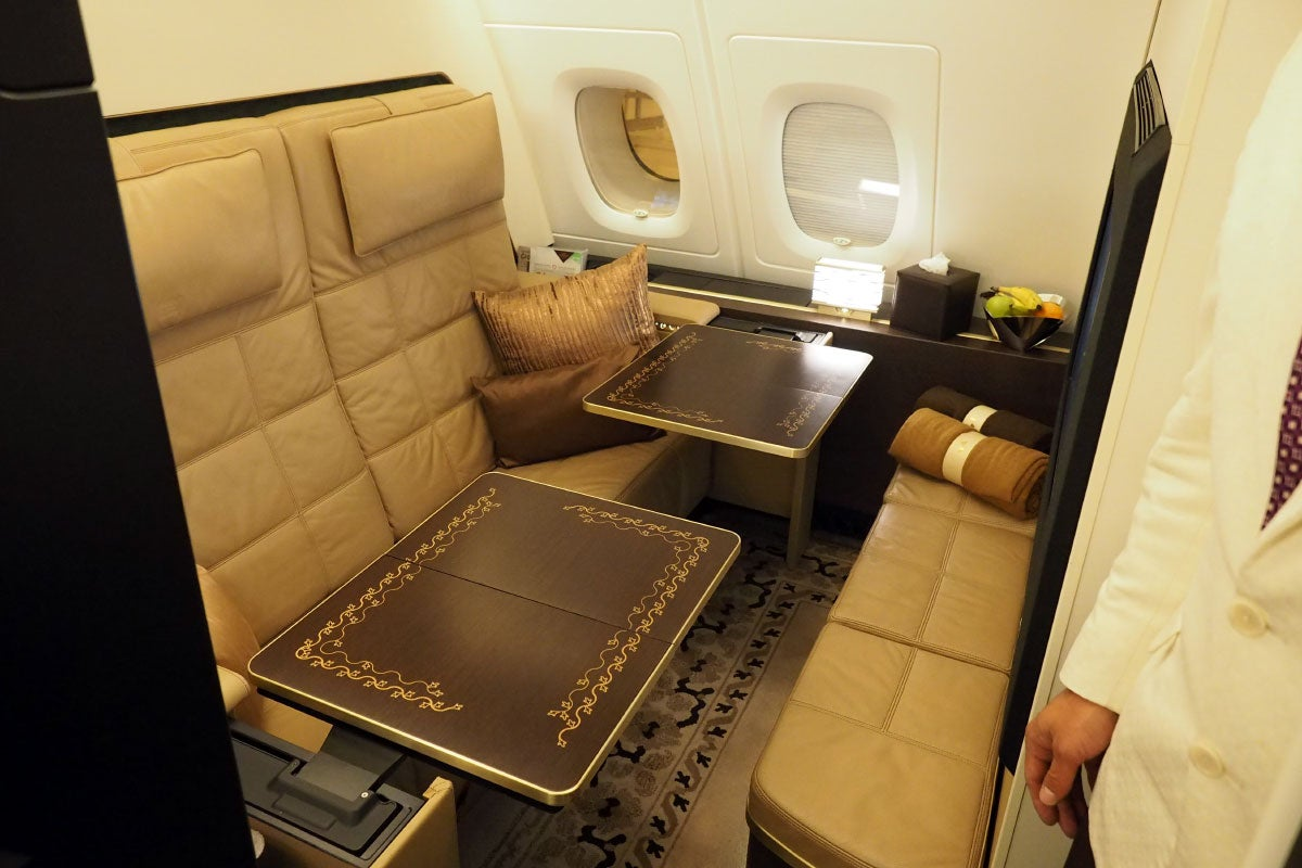 Touring the residence etihad 39 s 20 000 a380 suite for Etihad apartment plans