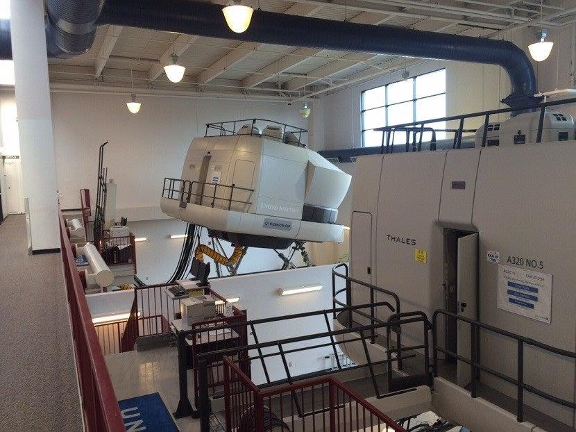 10 professional flight simulators that you can fly. Black Bedroom Furniture Sets. Home Design Ideas