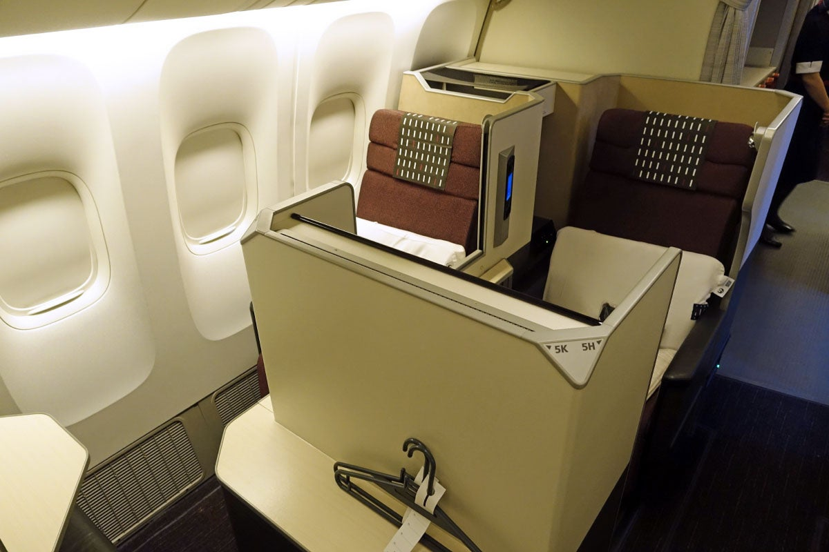 Japan airlines 777 300er business class sky suite review for Window you can sit in