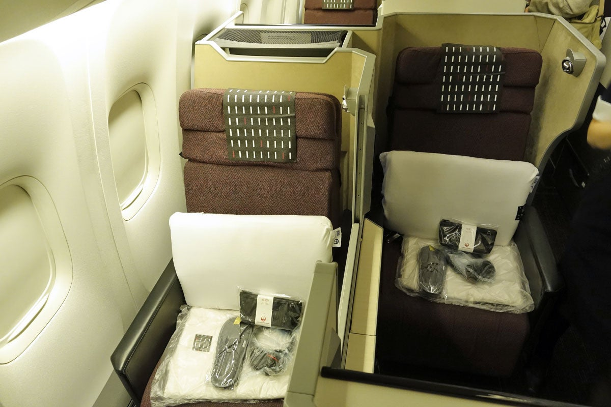 Japan Airlines ER Business Class Sky Suite Review - Japan airlines seat map 773