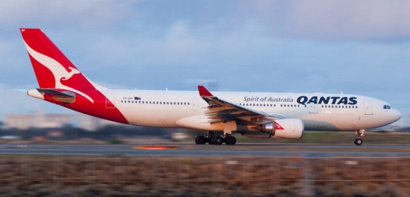 Qantas Plane shutterstock_285018902