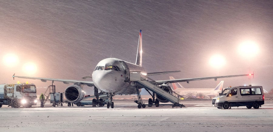 airplane winter snow featured