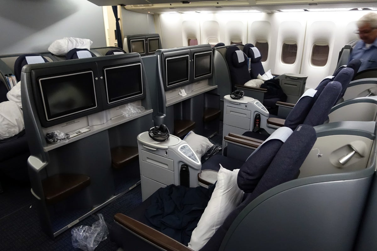 Flying Business and First on United's 747 Within the US
