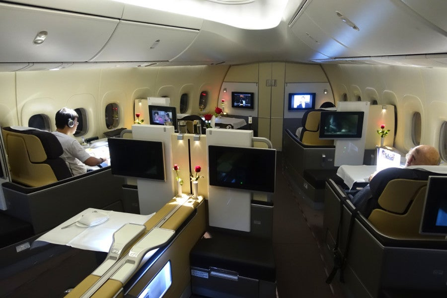 review lufthansa first class on a330 a340 a380 and 747 8. Black Bedroom Furniture Sets. Home Design Ideas