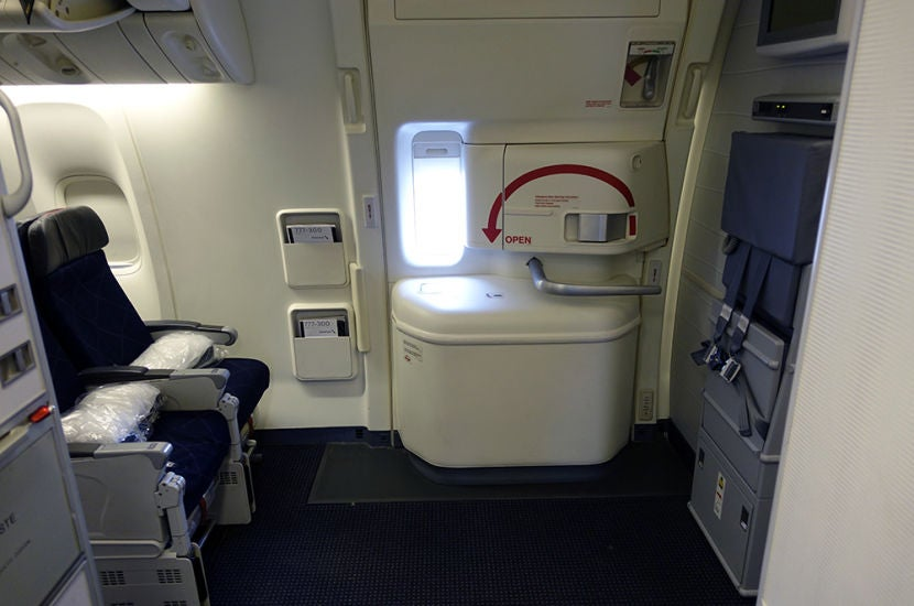 Review Comparing Preferred Economy Seats On Aa S 777 300er