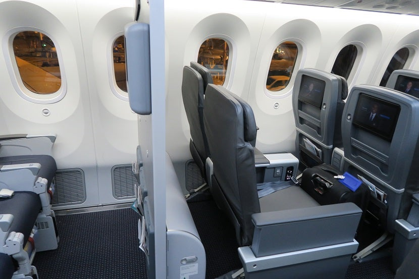 Review American Airlines 787 9 Premium Economy Seat