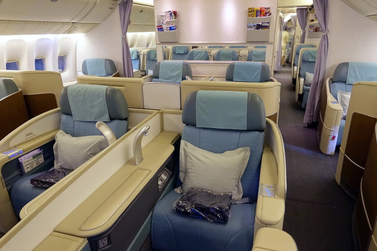 flight review korean air 777 300er first class. Black Bedroom Furniture Sets. Home Design Ideas