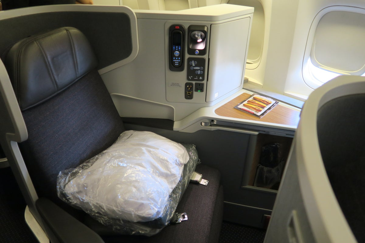 Review American 777 300er Business Dallas To Hong Kong