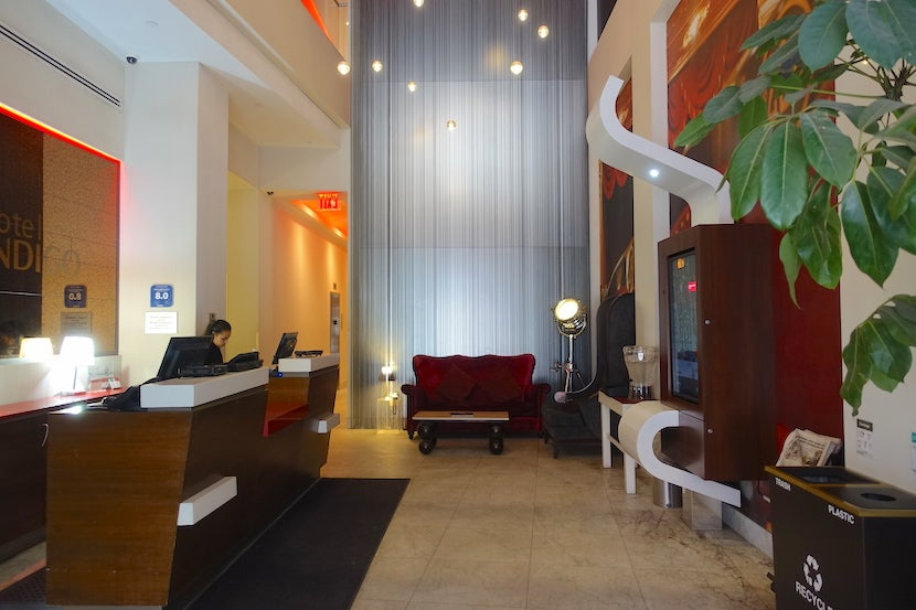 hotel review an executive king suite at hotel indigo brooklyn. Black Bedroom Furniture Sets. Home Design Ideas
