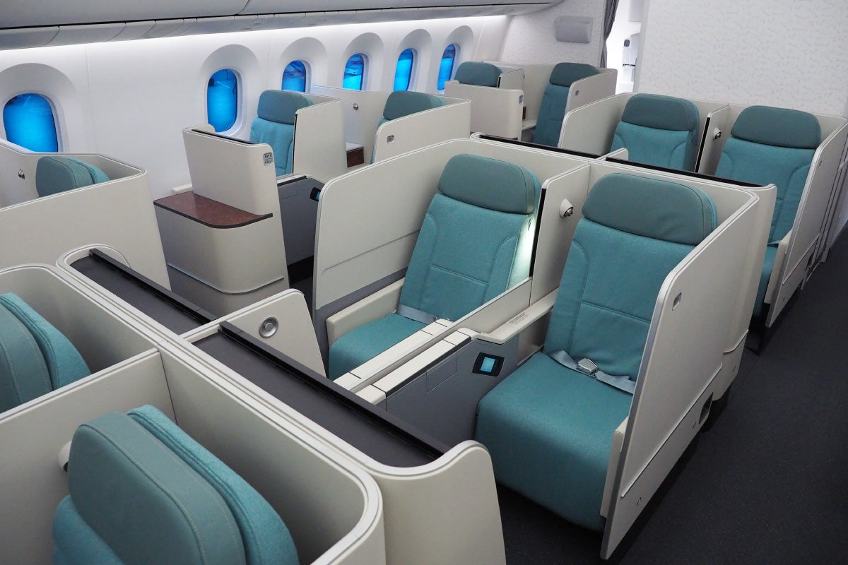 korean air 39 s 787 9 has the same seat in business and first. Black Bedroom Furniture Sets. Home Design Ideas